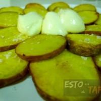 pataticas con ajo, tapas caseras, spanish tapas, tapas baratas, tapas con patatas